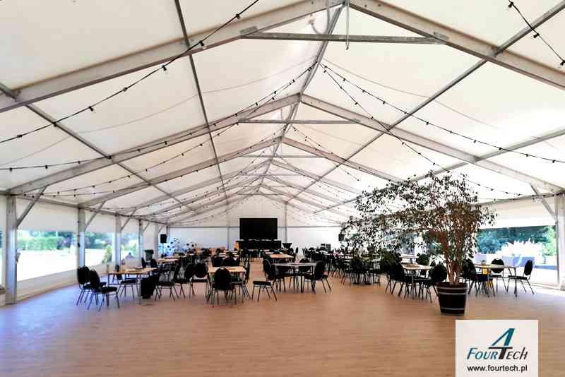 wnętrze hali namiotowej imprezowa