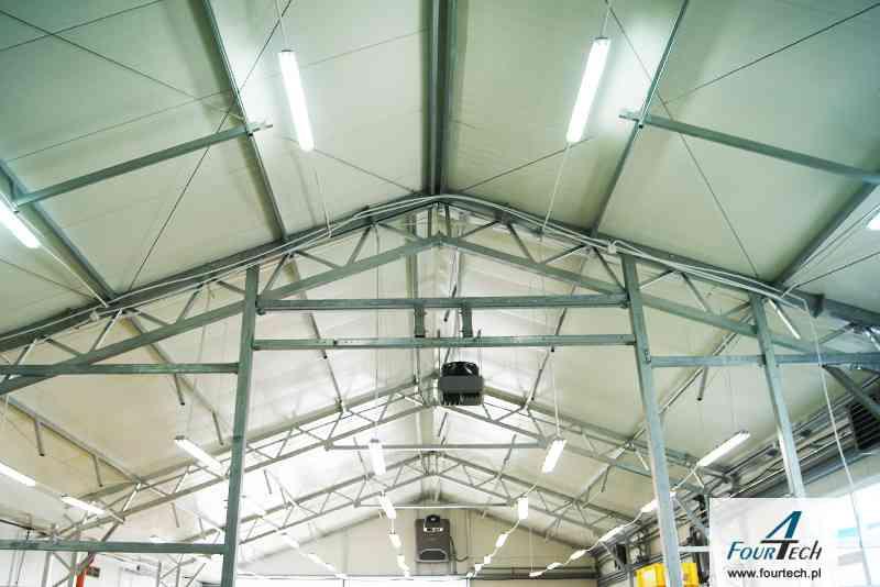 wnętrze hali - dach