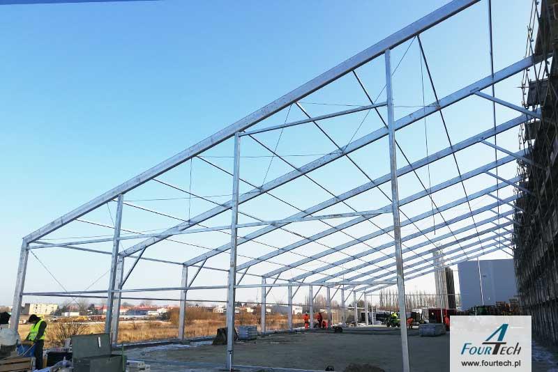 hala namiotowa podczas budowy - konstrukcja stalowa